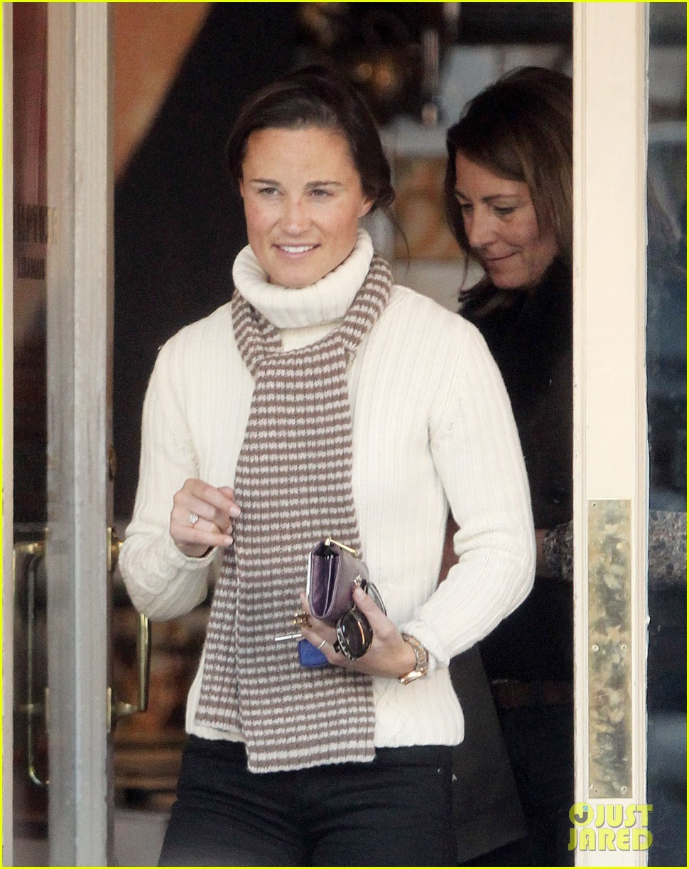 pippa middleton comptoir lunch with mom carole 092827313