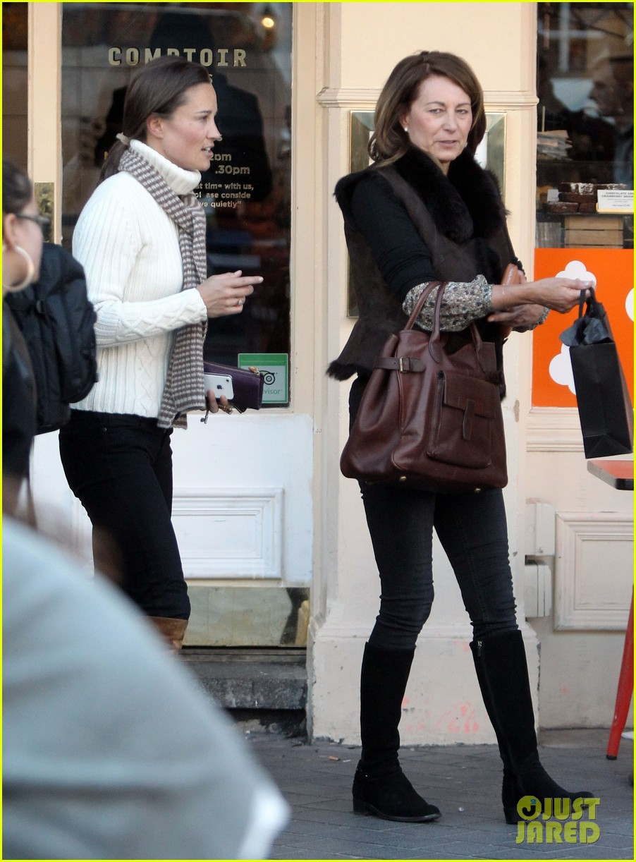 pippa middleton comptoir lunch with mom carole 112827315