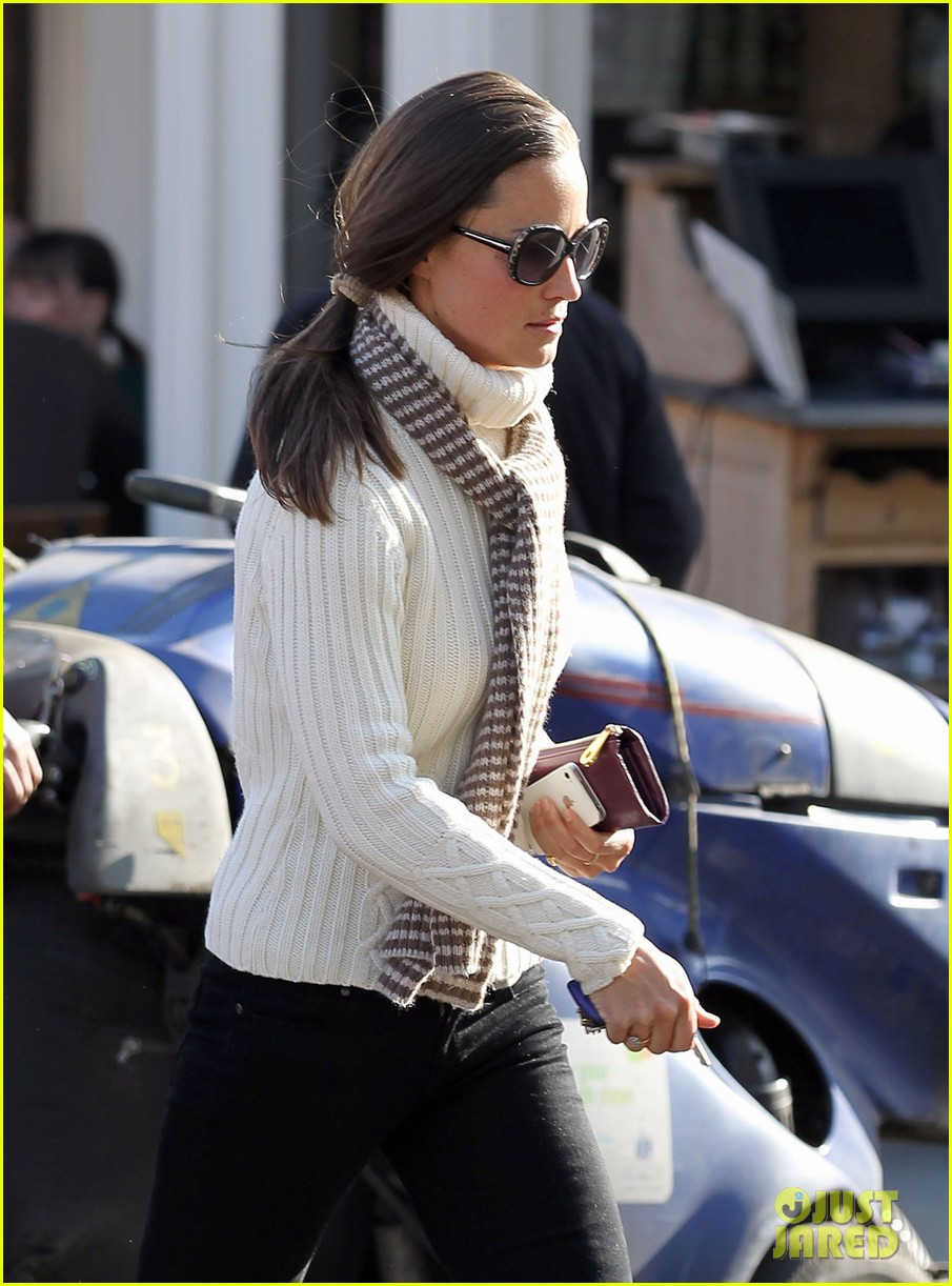 pippa middleton comptoir lunch with mom carole 122827316