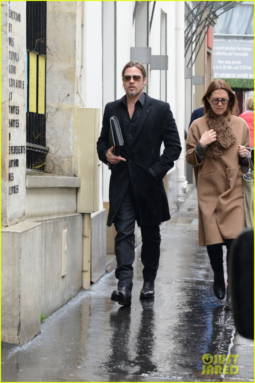 brad pitt furniture shopping in paris 012827323