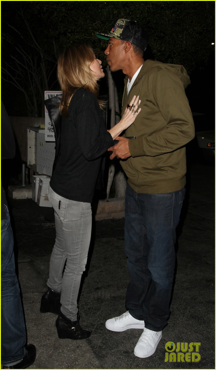 ellen pompeo chris ivery date night kisses 10