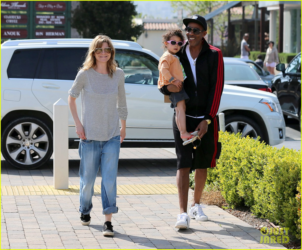 ellen pompeo monkeybars with stella 032837429