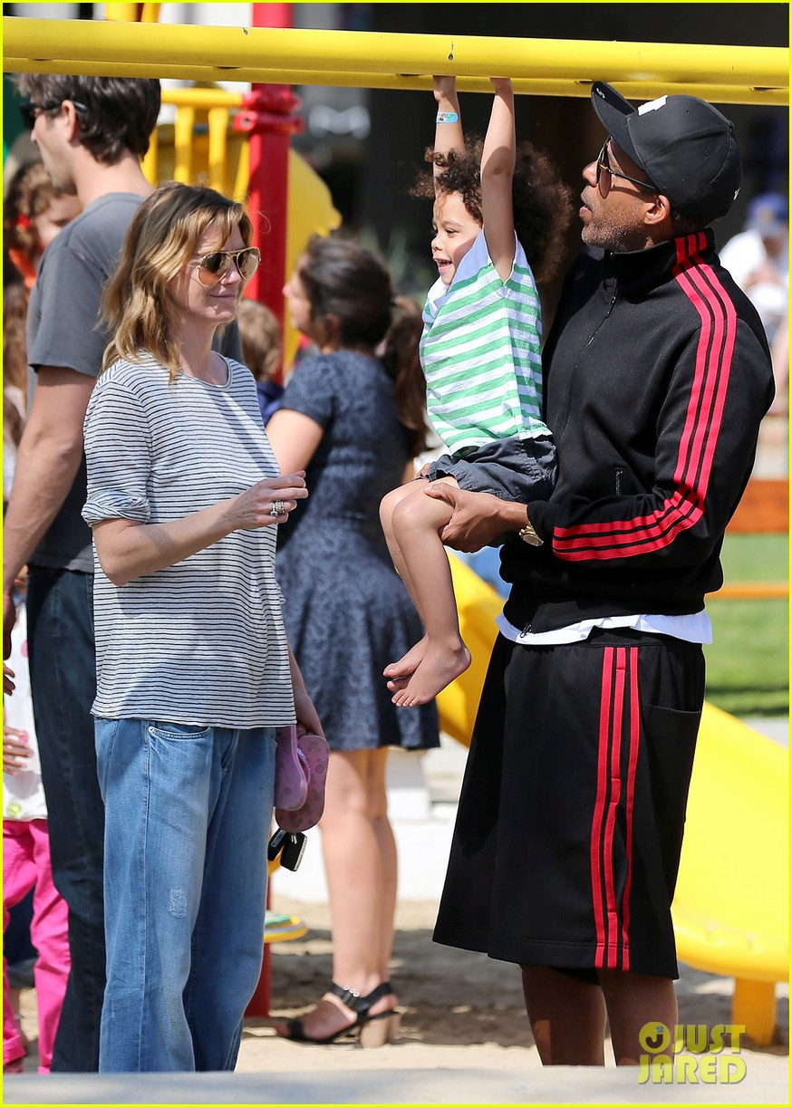 ellen pompeo monkeybars with stella 062837432