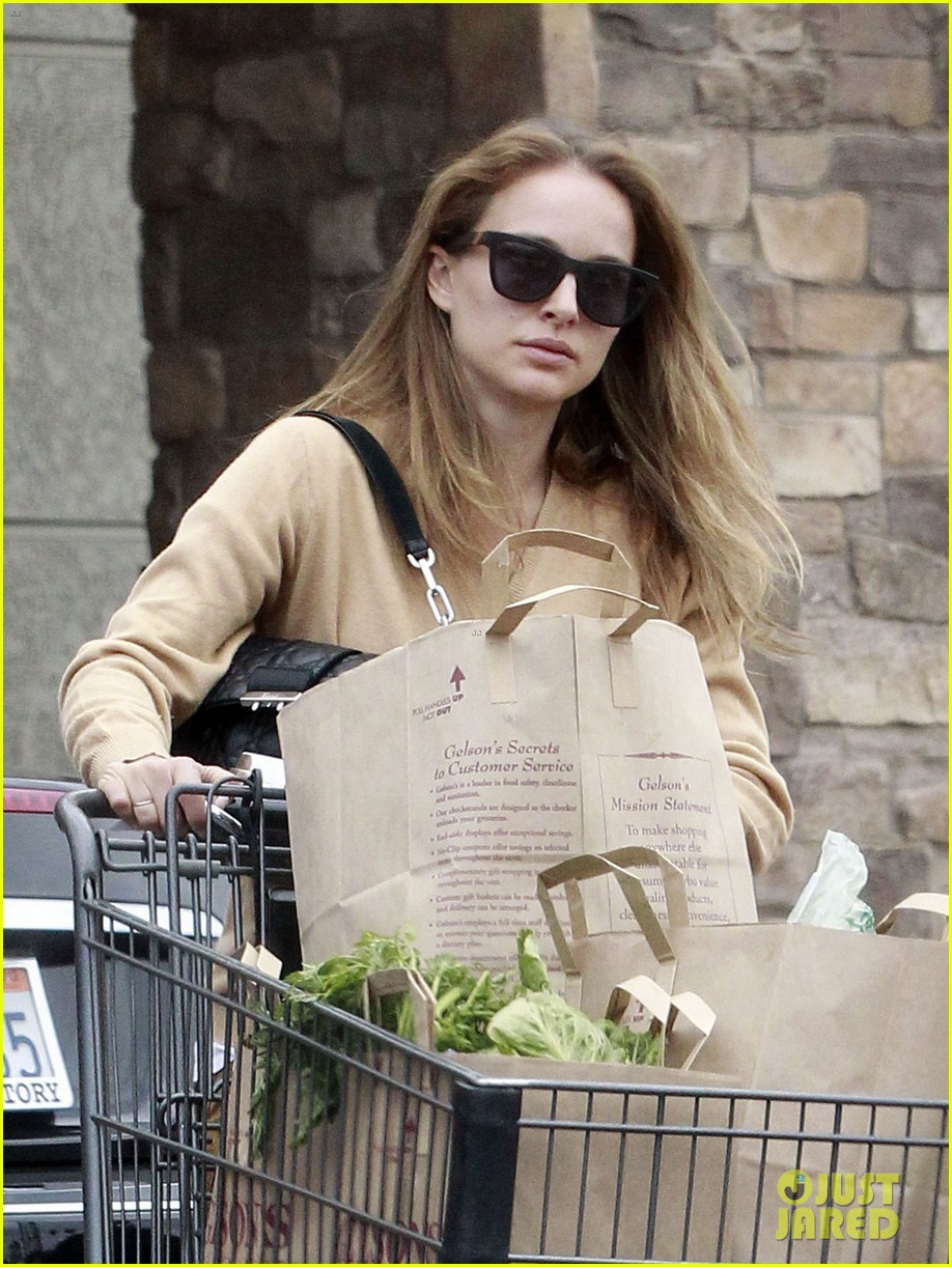 natalie portman sunday grocery shopping 08