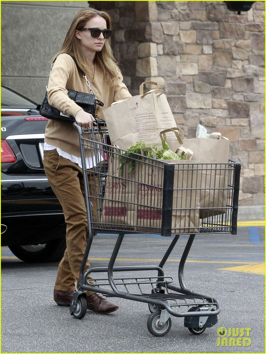 natalie portman sunday grocery shopping 092824319