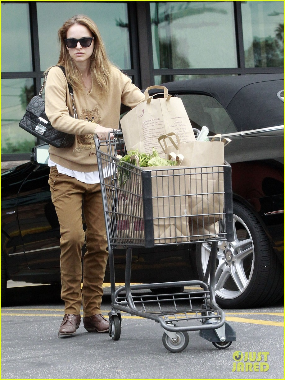natalie portman sunday grocery shopping 102824320
