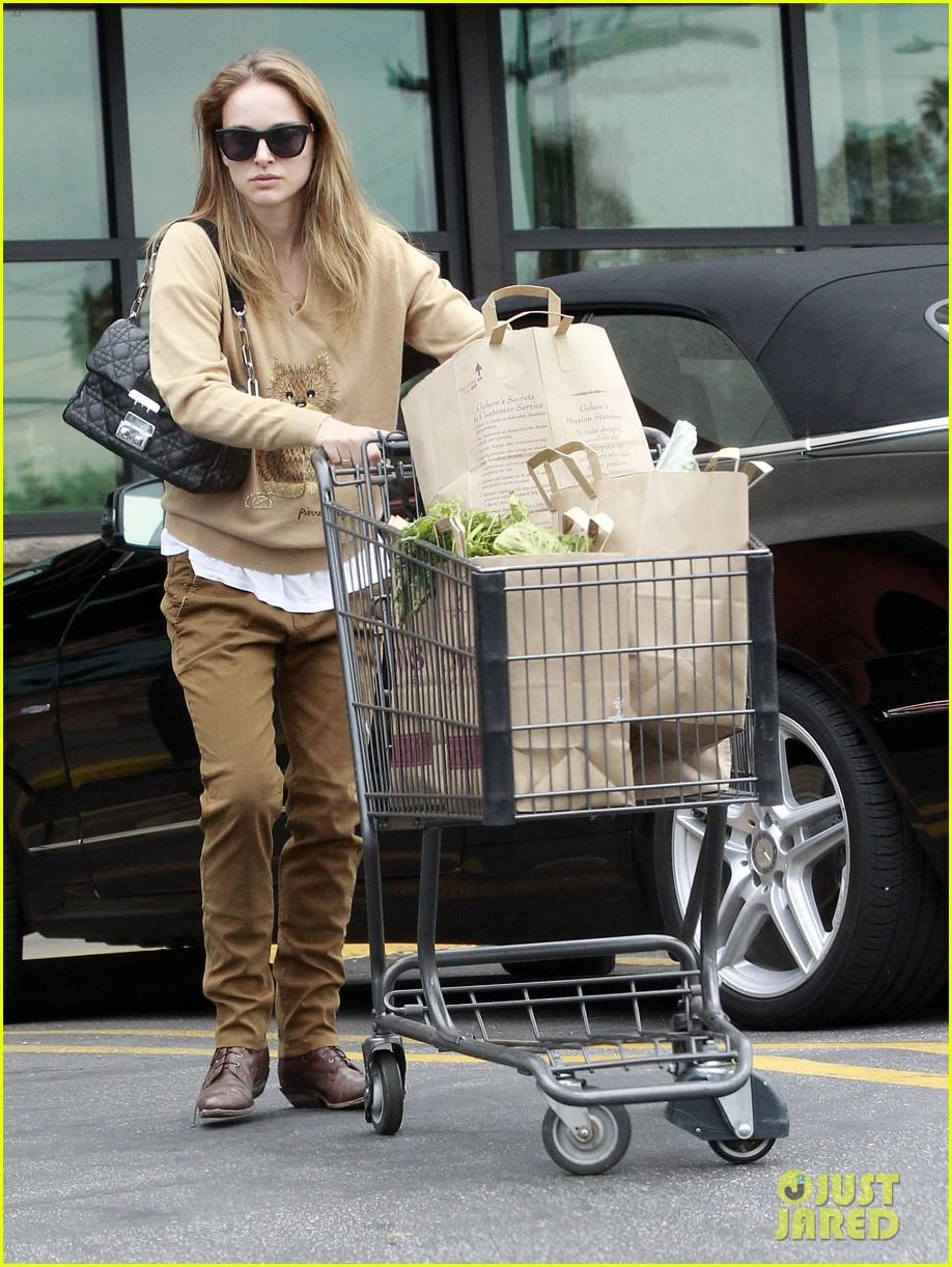 natalie portman sunday grocery shopping 10
