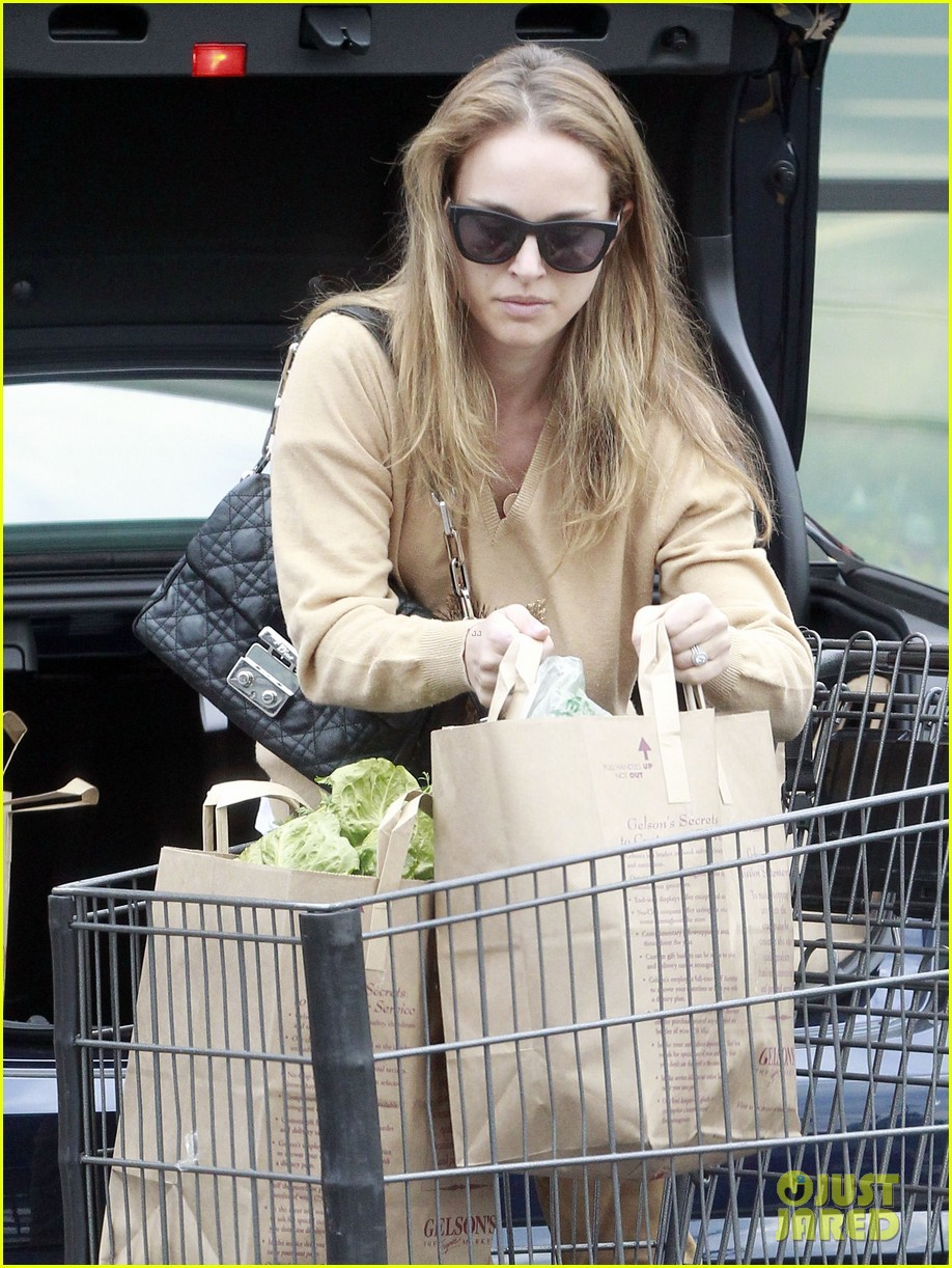 natalie portman sunday grocery shopping 172824327