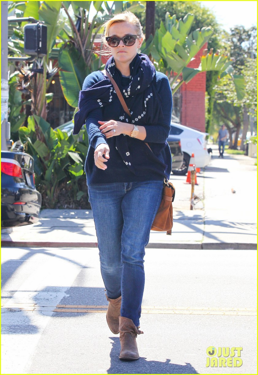 reese witherspoon sunday shopping spree 012828518