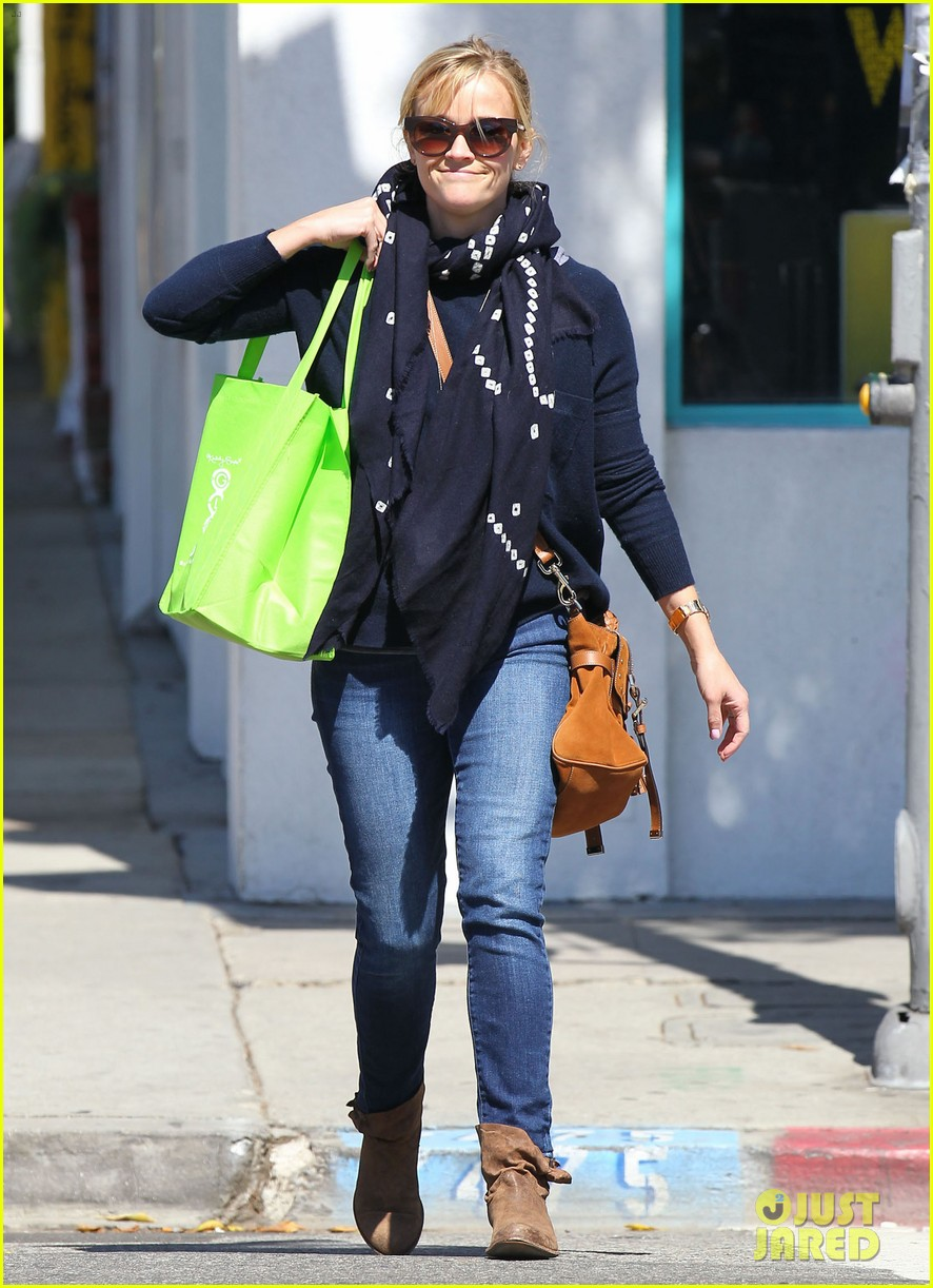 reese witherspoon sunday shopping spree 032828520
