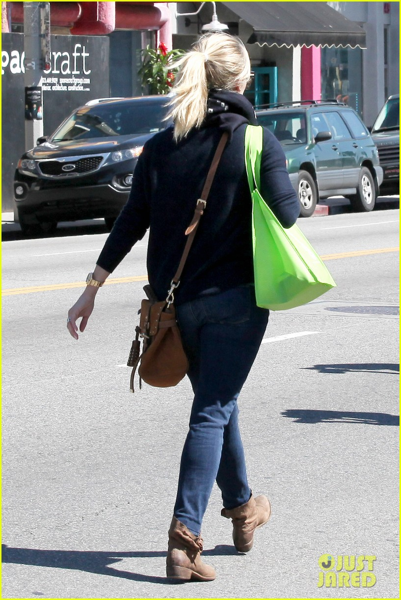 reese witherspoon sunday shopping spree 052828522