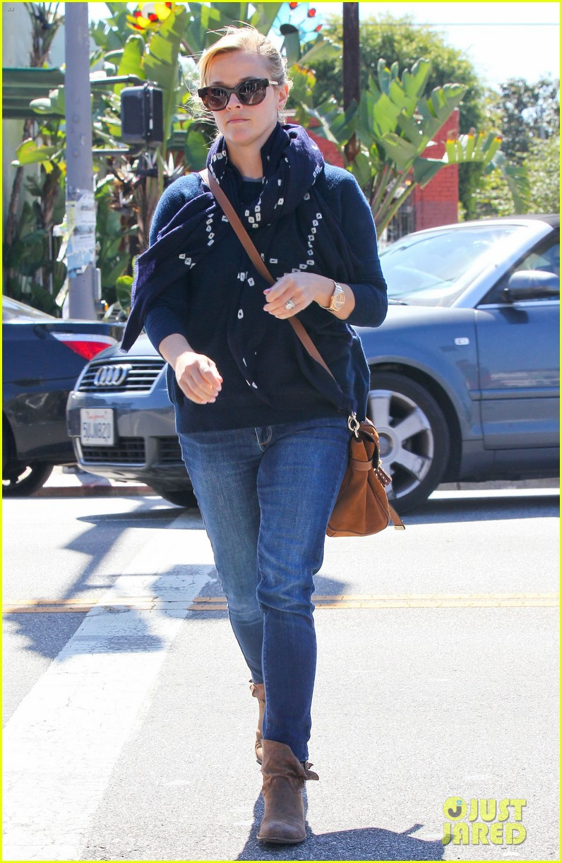 reese witherspoon sunday shopping spree 082828525