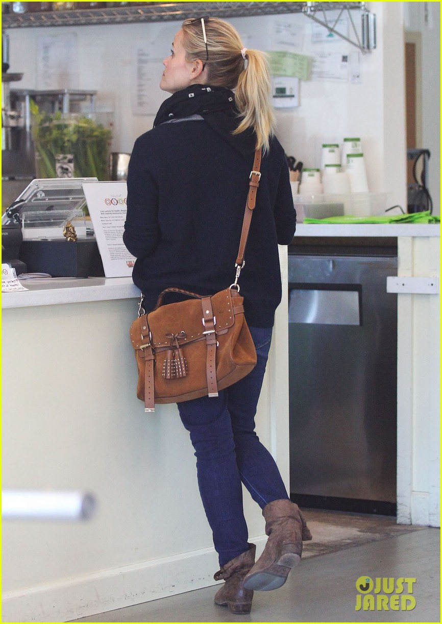 reese witherspoon sunday shopping spree 102828527