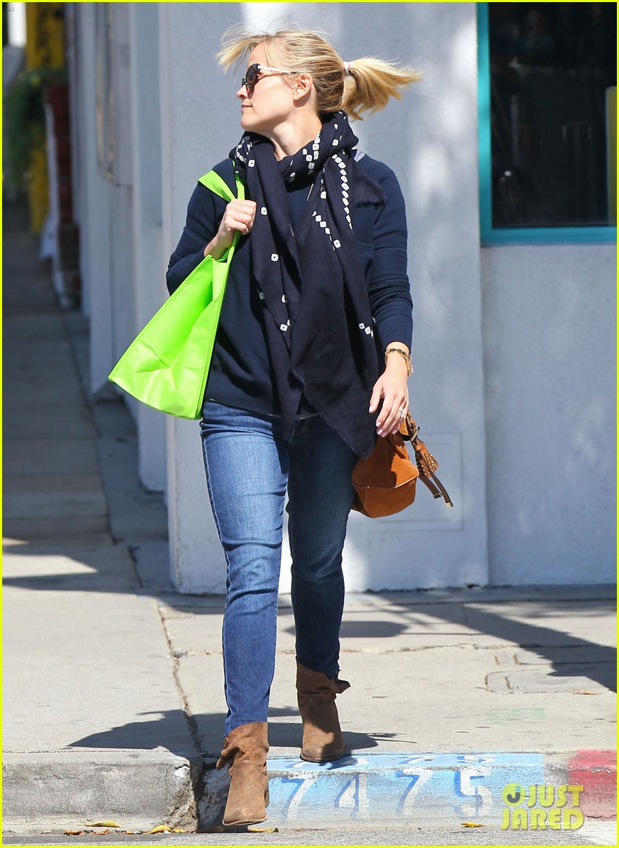 reese witherspoon sunday shopping spree 182828535