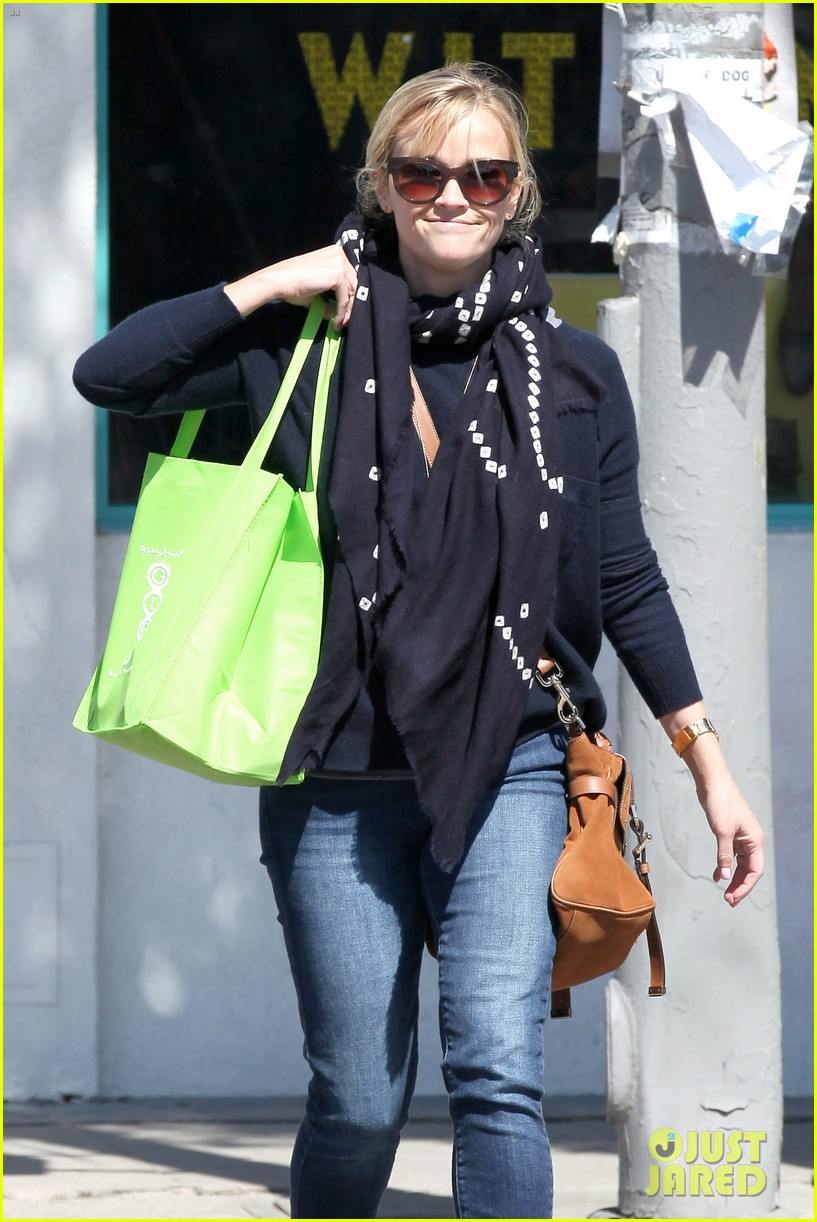reese witherspoon sunday shopping spree 202828537