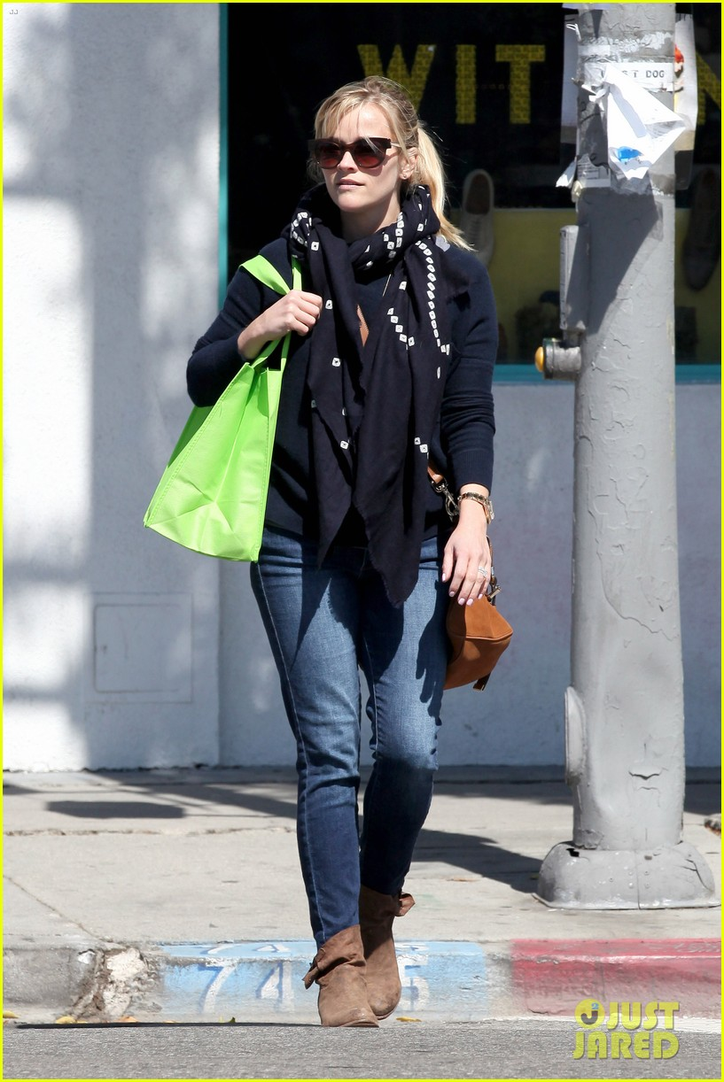 reese witherspoon sunday shopping spree 212828538