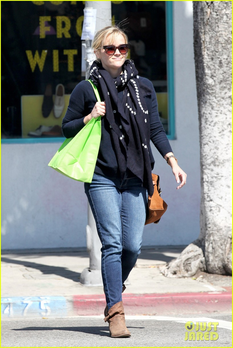 reese witherspoon sunday shopping spree 252828542