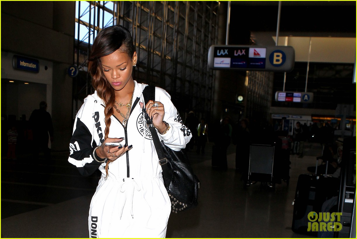 rihanna all white lax departure 022824527