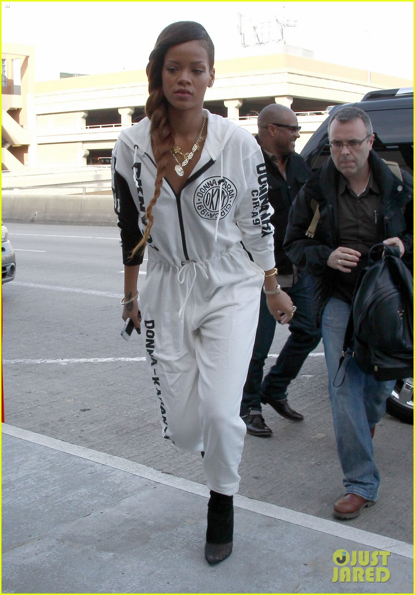 rihanna all white lax departure 072824532