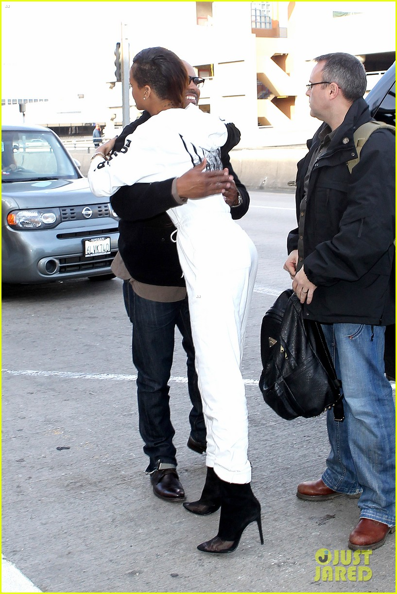 rihanna all white lax departure 30