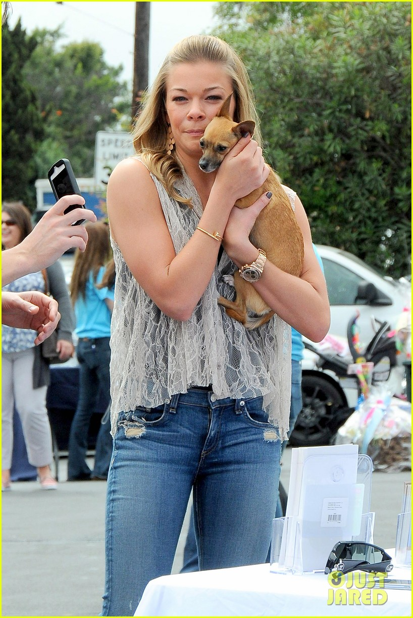 leann rimes pet adoption stand visit 022840715