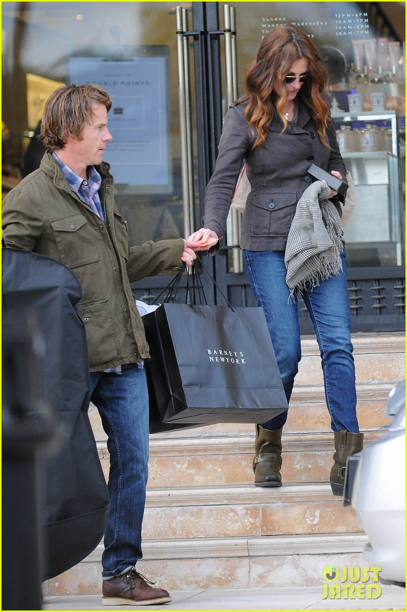 julia roberts barneys new york shopper 022827294