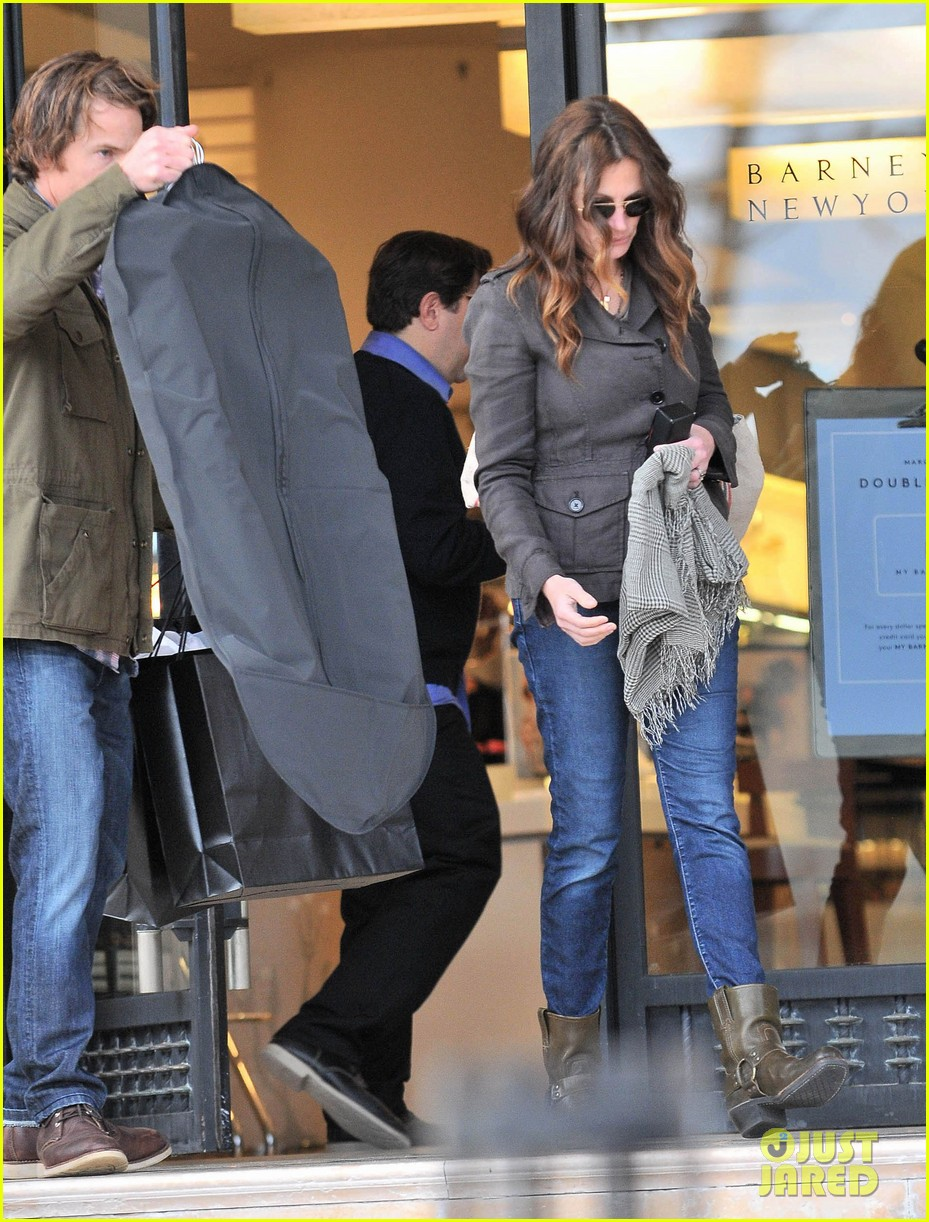 julia roberts barneys new york shopper 122827304