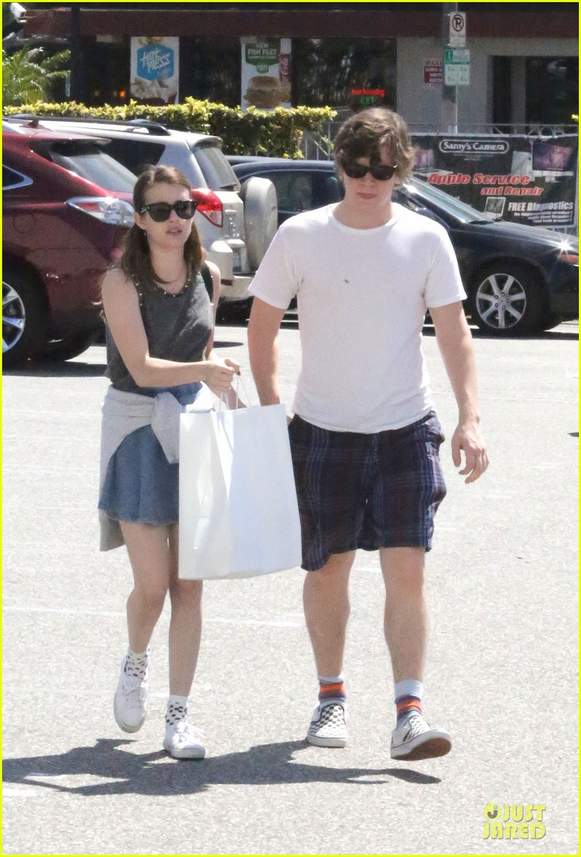 emma roberts evan peters samys camera couple 022840532