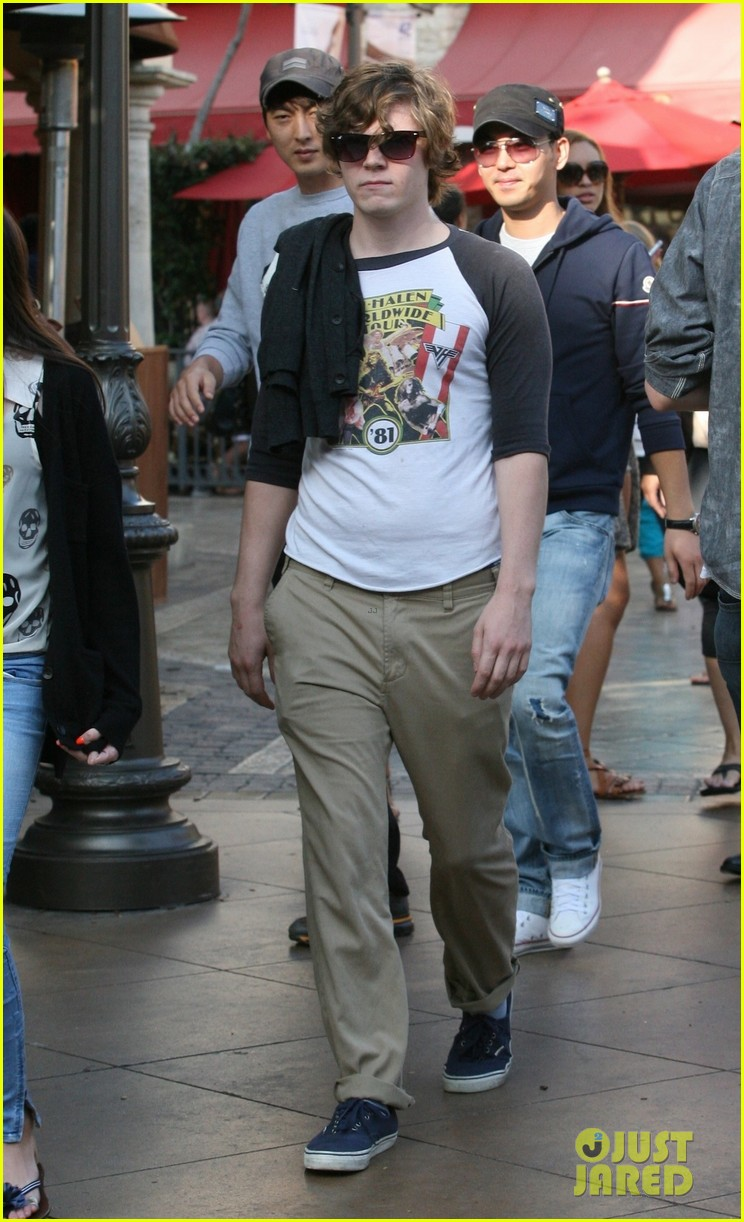 emma roberts evan peters the grove outing 042837518