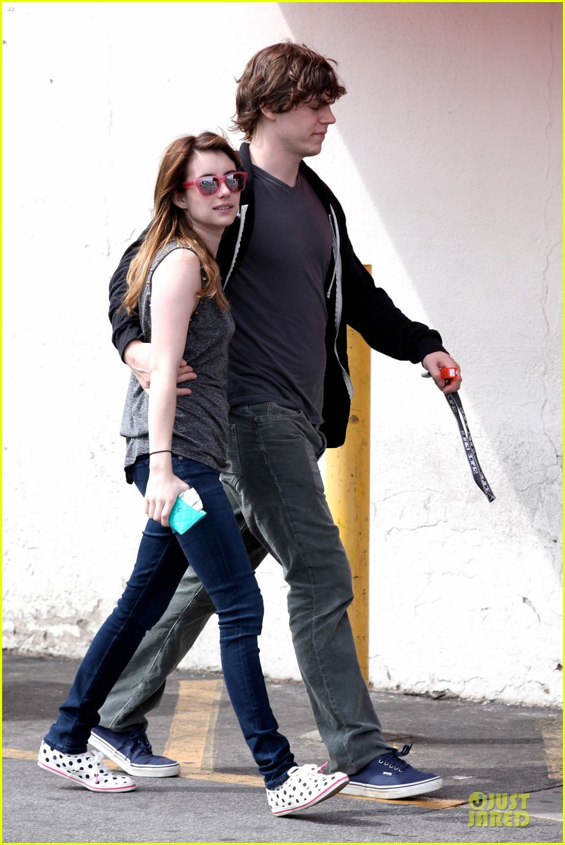emma roberts evan peters cvs pharmacy stop 07
