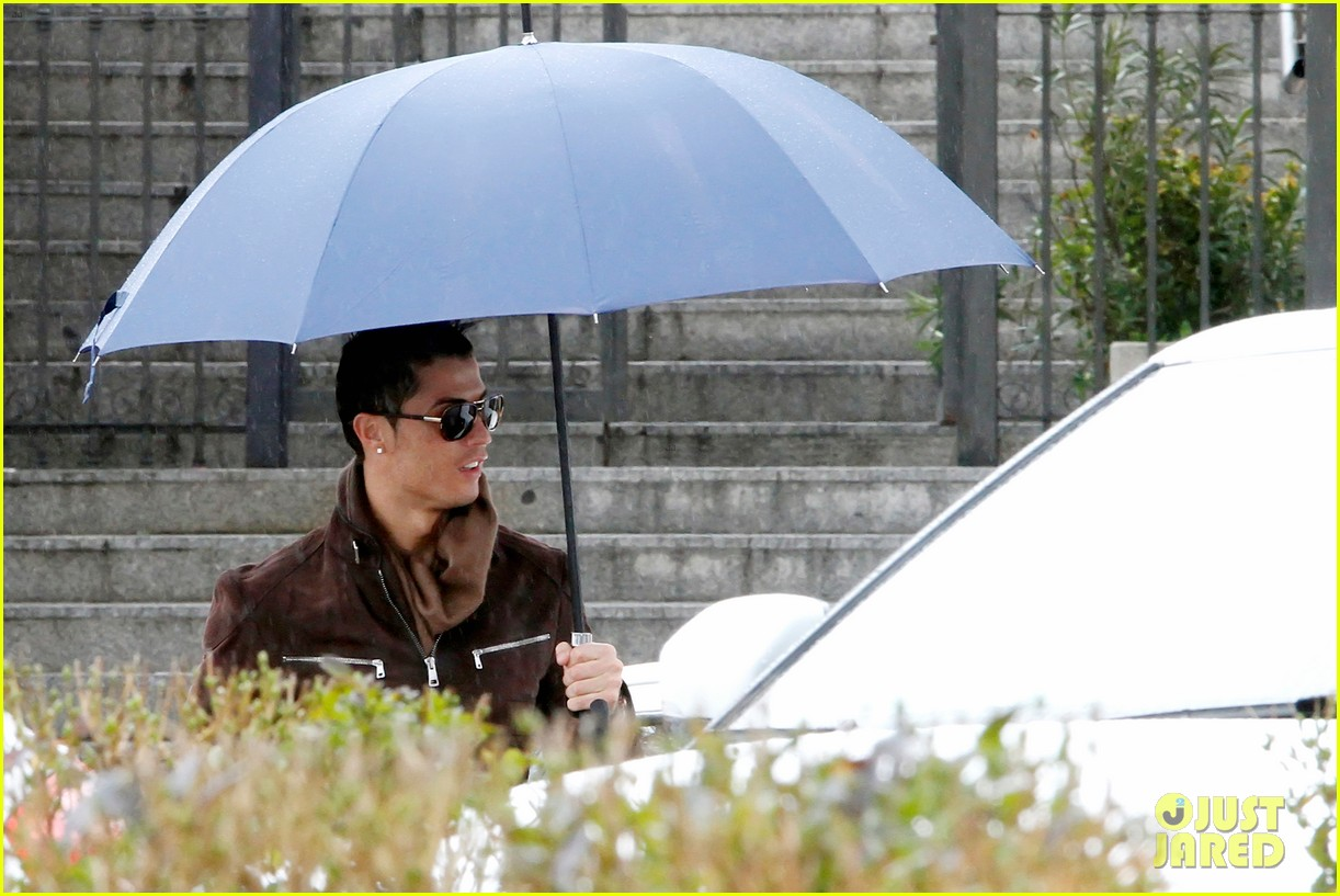 cristiano ronaldo rainy madrid day with cristiano jr 042826219