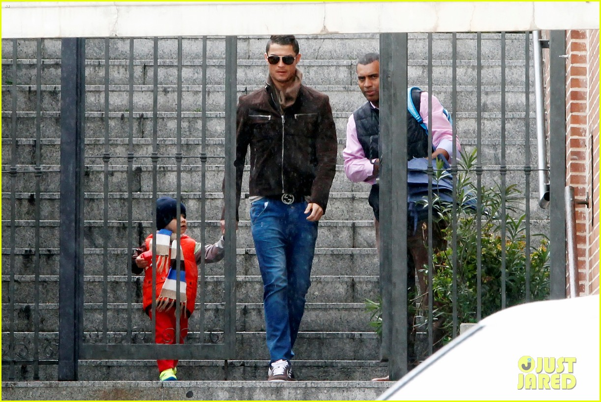 cristiano ronaldo rainy madrid day with cristiano jr 082826223