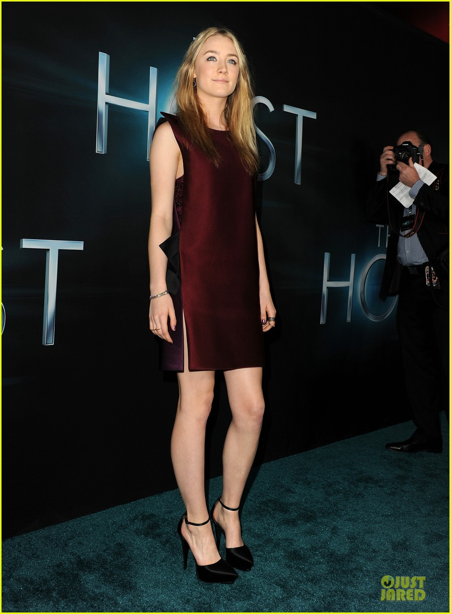 saoirse ronan max irons the host hollywood premiere 102834107