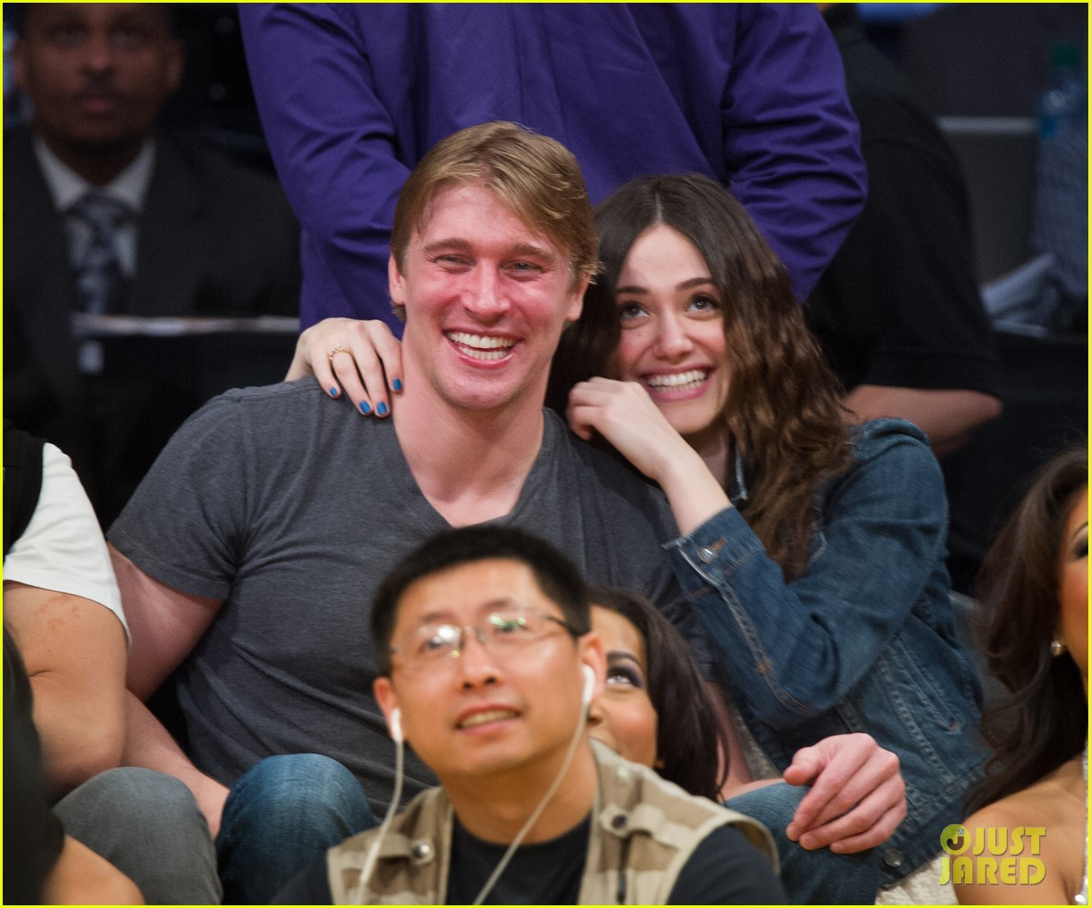 emmy rossum tyler jacob moore lakers game kiss 012828812