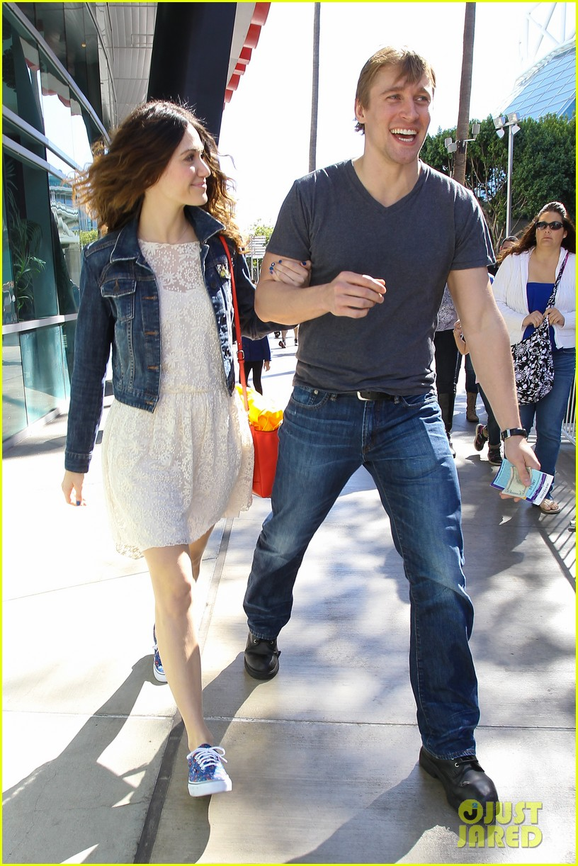 emmy rossum tyler jacob moore lakers game kiss 08