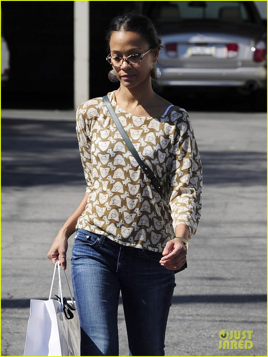 zoe saldana support global mom relay 022829857