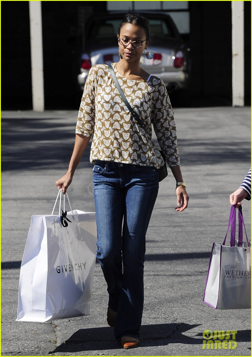 zoe saldana support global mom relay 092829864