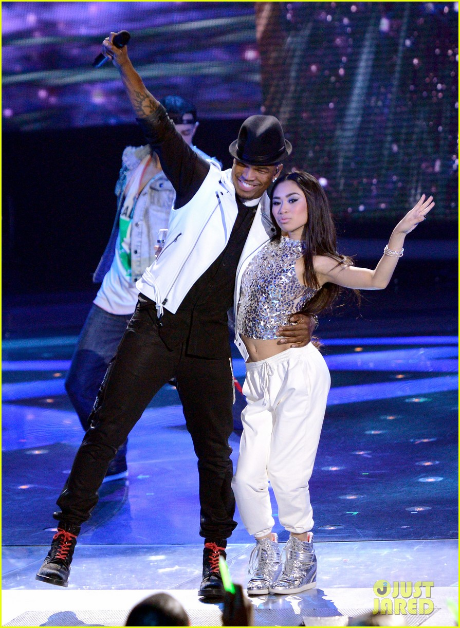 jessica sanchez tonight live on american idol with ne yo 01