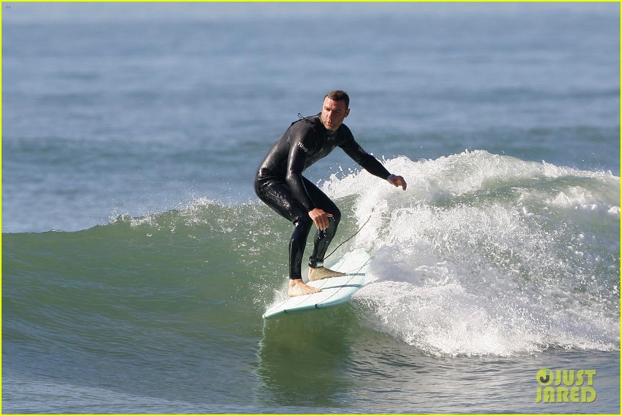 liev schreiber shirtless surfing stud 012823516