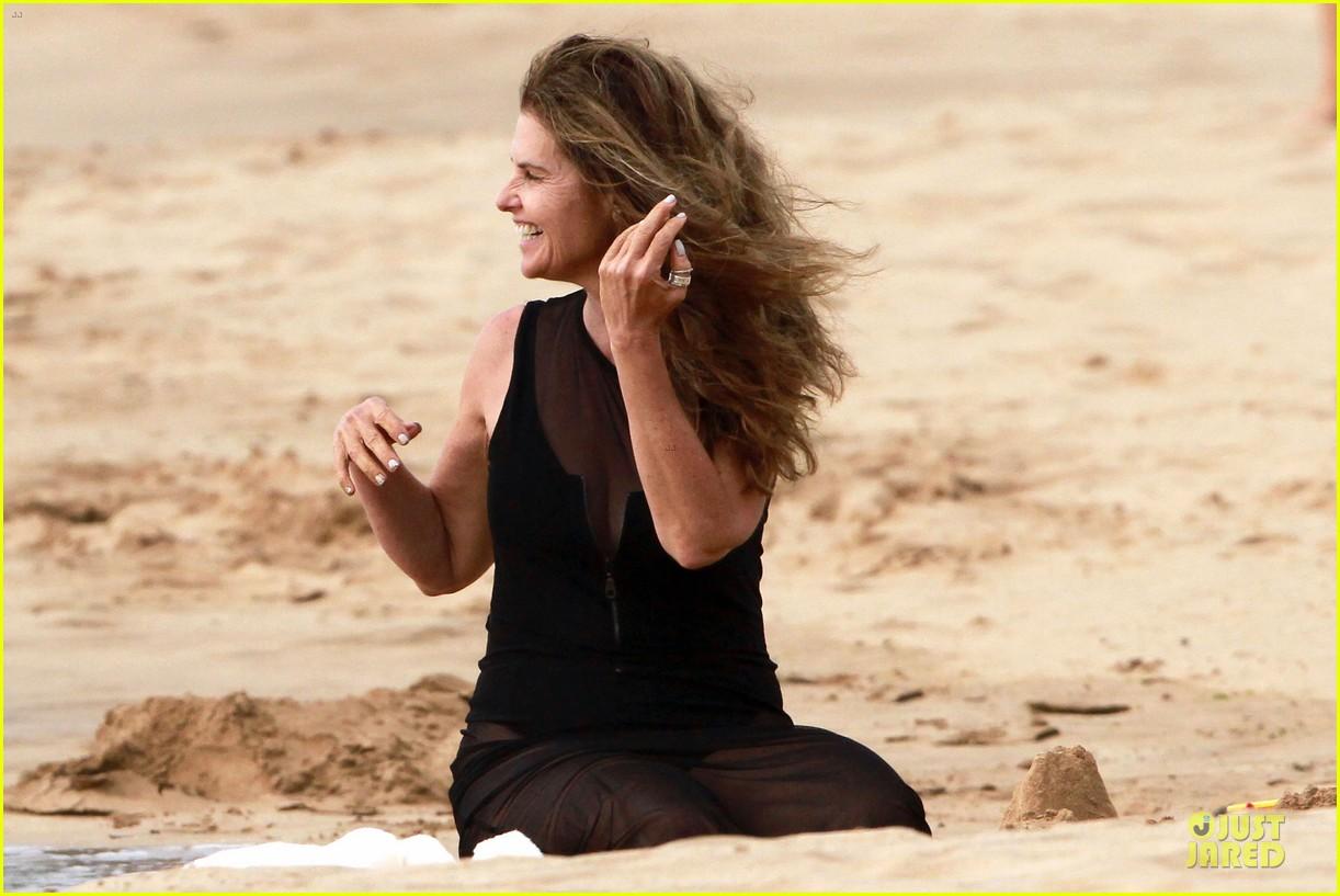 patrick schwarzenegger sand castle with sheer mama maria shriver 072840472