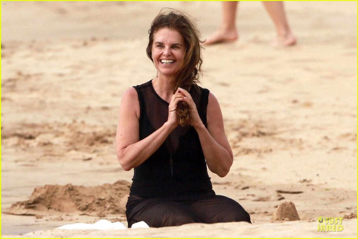 patrick schwarzenegger sand castle with sheer mama maria shriver 082840473