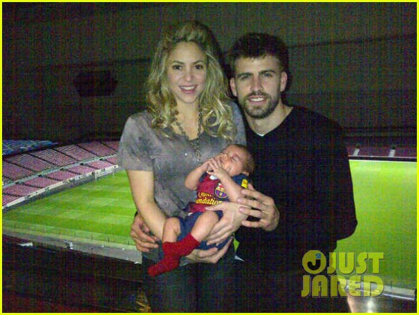 shakira gerard pique family picture with baby milan 032830493