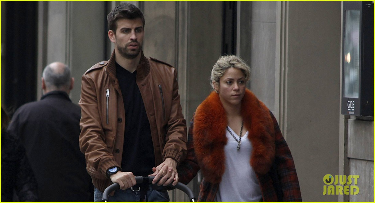 shakira gerard pique family picture with baby milan 042830494