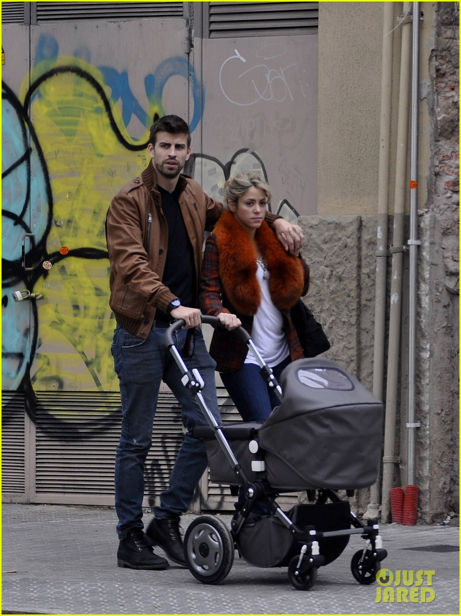 shakira gerard pique family picture with baby milan 052830495