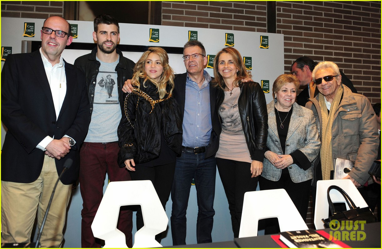 shakira gerard pique fantasme book launch 03