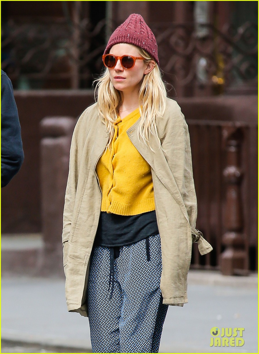 sienna miller tom sturridge hold hands in nyc 022840294