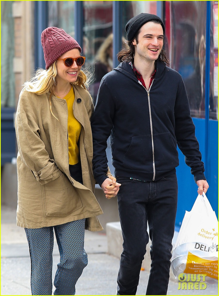 sienna miller tom sturridge hold hands in nyc 062840298