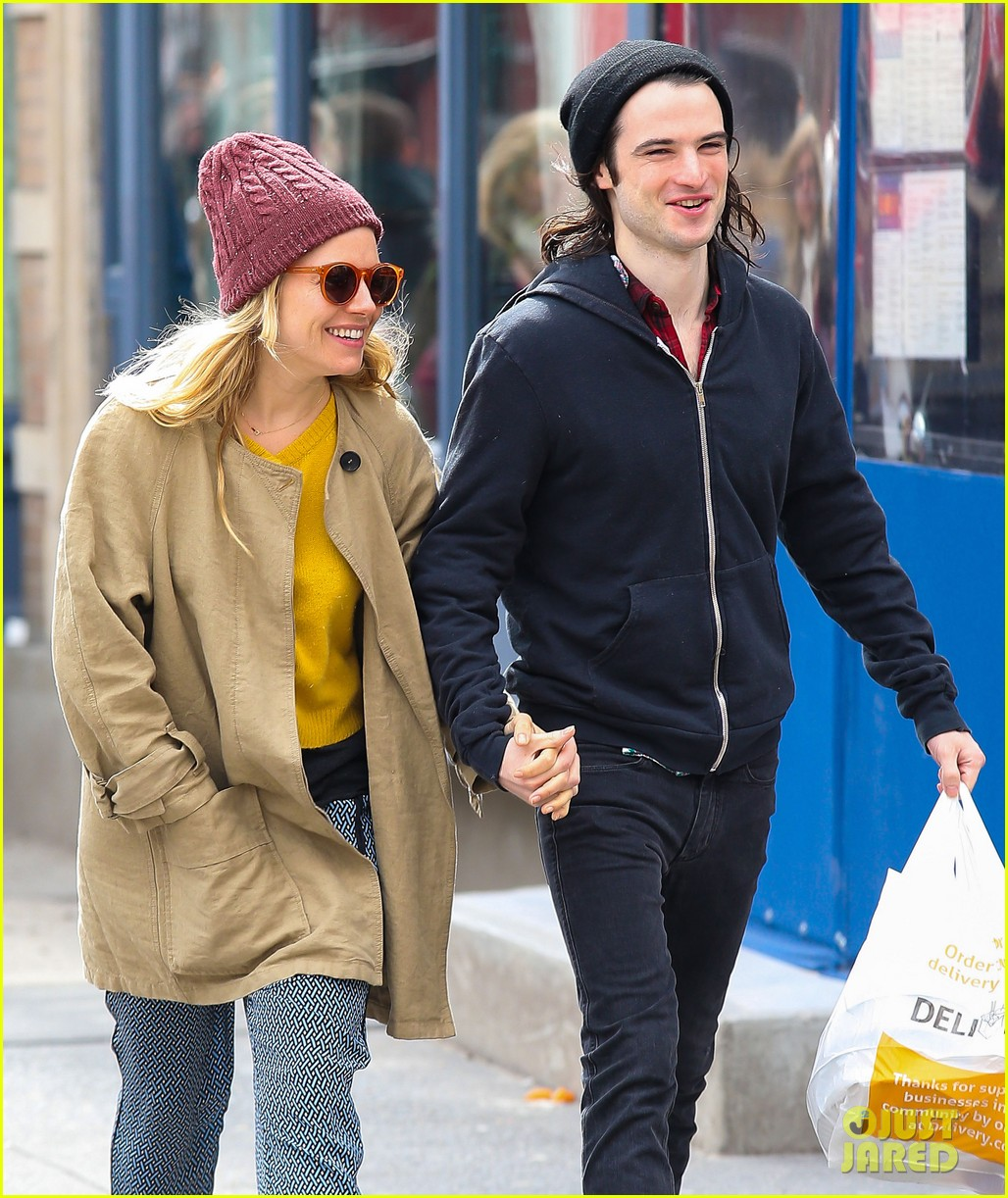 sienna miller tom sturridge hold hands in nyc 072840299