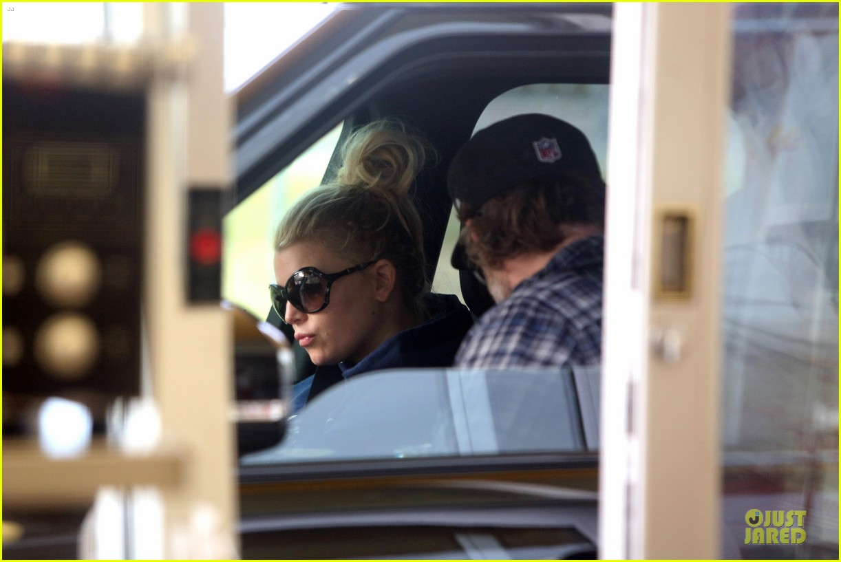 jessica simpson fewer cravings in second pregnancy 022825814