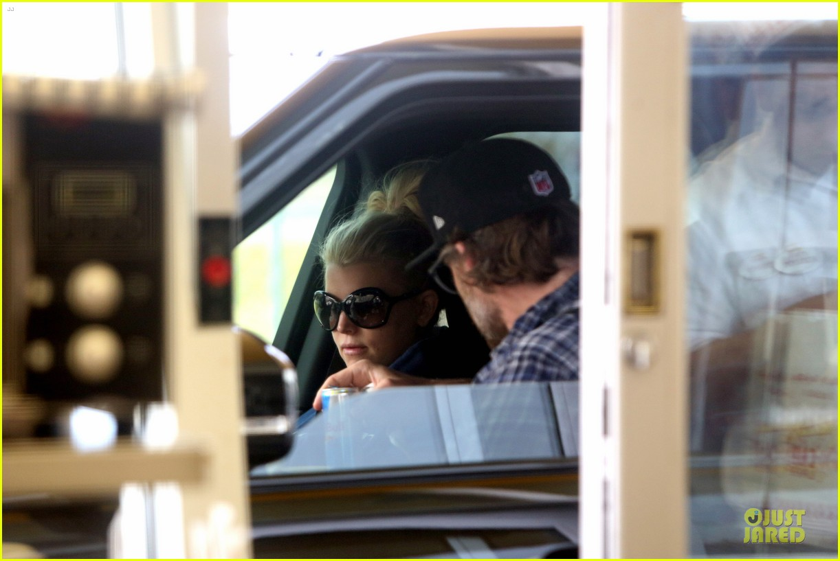 jessica simpson fewer cravings in second pregnancy 08
